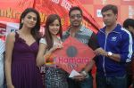 Kumar Mangat Pathak, Shraddha Das, Shazahn Padamsee, Ajay Devgan, Madhur Bhandarkar at Dil to Baccha Hai Ji kite flying event in Big FM, Andheri on 12th Jan 2011 (13).JPG