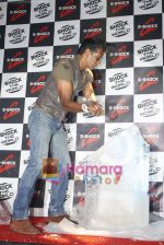 Milind Soman unveils latest G-shock watch in Taj, Colaba, Mumbai on 12th Jan 2011 (8).JPG