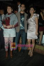 Sasha Goradia, Jagrat Desai, Deepa Sahi at Tere Mere Phere film launch in Dockyard on 12th Jan 2011 (35).JPG