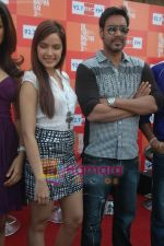Shazahn Padamsee, Ajay Devgan at Dil to Baccha Hai Ji kite flying event in Big FM, Andheri on 12th Jan 2011 (13).JPG