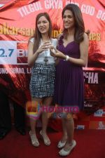Shraddha Das, Shazahn Padamsee at Dil to Baccha Hai Ji kite flying event in Big FM, Andheri on 12th Jan 2011 (11).JPG