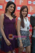 Shraddha Das, Shazahn Padamsee at Dil to Baccha Hai Ji kite flying event in Big FM, Andheri on 12th Jan 2011 (2).JPG