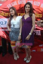 Shraddha Das, Shazahn Padamsee at Dil to Baccha Hai Ji kite flying event in Big FM, Andheri on 12th Jan 2011 (7).JPG