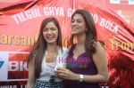 Shraddha Das, Shazahn Padamsee at Dil to Baccha Hai Ji kite flying event in Big FM, Andheri on 12th Jan 2011 (8).JPG
