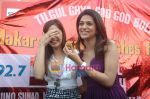 Shraddha Das, Shazahn Padamsee at Dil to Baccha Hai Ji kite flying event in Big FM, Andheri on 12th Jan 2011 (9).JPG