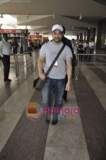 Aamir Khan returns from Dhobigh at Delhi Promotions in Airport, Mumbai on 14th Jan 2011 (12).JPG