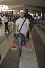 Aamir Khan returns from Dhobigh at Delhi Promotions in Airport, Mumbai on 14th Jan 2011 (13).JPG