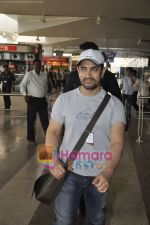 Aamir Khan returns from Dhobigh at Delhi Promotions in Airport, Mumbai on 14th Jan 2011 (14).JPG