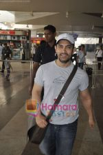 Aamir Khan returns from Dhobigh at Delhi Promotions in Airport, Mumbai on 14th Jan 2011 (16).JPG