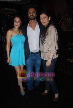 Amisha Patel, Ashmit Patel, Manyata Dutt at Ashmit Patel_s birthday bash in Veda on 13th Jan 2011 (3).JPG