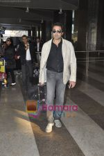 Bobby Deol returns from YPD delhi promotions in Airport, Mumbai on 14th Jan 2011 (5).JPG