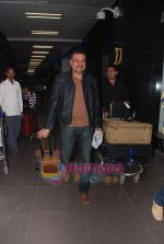 Boman Irani leave for Singapore in International Airport, Mumbai on 13th Jan 2011 (9).JPG