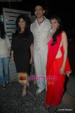 Chitrangda Singh, Arunoday Singh, Aditi Rao Hydari at Yeh Saali Zindagi music launch in Marimba Lounge on 13th Jan 2011 (4).JPG