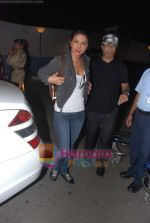 Priyanka Chopra leave for Singapore in International Airport, Mumbai on 13th Jan 2011 (3).JPG
