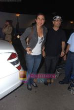 Priyanka Chopra leave for Singapore in International Airport, Mumbai on 13th Jan 2011 (4).JPG