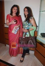 Shobha De, Kunika promote Mumbai Marathon in Trident on 13th Jan 2011 (2).JPG