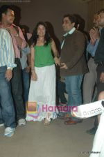 Sunidhi Chauhan, Kunal Ganjawala at Yeh Saali Zindagi music launch in Marimba Lounge on 13th Jan 2011 (2).JPG
