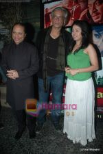 Sunidhi Chauhan, Sudhir Mishra at Yeh Saali Zindagi music launch in Marimba Lounge on 13th Jan 2011 (2).JPG