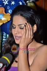 Veena Malik at Ashmit Patel_s birthday bash in Veda on 13th Jan 2011 (8).JPG