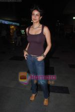 Gul Panag sell tickets in PVR to promote film Turning 30 on 14th Jan 2011 (2).JPG