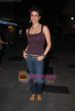 Gul Panag sell tickets in PVR to promote film Turning 30 on 14th Jan 2011 (5).JPG