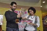 Aamir Khan, Kiran Rao unveil Femina_s latest issue in Crosswords, Mumbai on 20th Jan 2011 (19).JPG