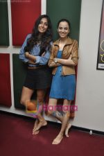 Kriti Malhotra, Monica Dogra promote Dhobighat on Radio Mirchi in Andheri, Mumbai on 19th Jan 2011 (16).JPG
