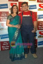 Deven Bhojani, Kishori Godbole at the launch of Mrs Tendulkar serial on SAB Tv in Mumbai on 21st Jan 2011 (2).JPG