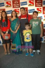 Deven Bhojani, Kishori Godbole at the launch of Mrs Tendulkar serial on SAB Tv in Mumbai on 21st Jan 2011 (6).JPG