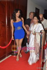 Priyanka Chopra, Lata Mangeshkar at Mickey Contractor MAC bash in Four Seasons on 22nd Jan 2011 (2).JPG