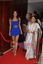 Priyanka Chopra, Lata Mangeshkar at Mickey Contractor MAC bash in Four Seasons on 22nd Jan 2011 (3).JPG