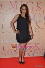 Rani Mukherjee at Mickey Contractor MAC bash in Four Seasons on 22nd Jan 2011 (7).JPG