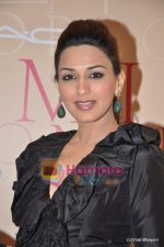 Sonali Bendre at Mickey Contractor MAC bash in Four Seasons on 22nd Jan 2011 (5).JPG
