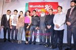 Emraan Hashmi, Madhur Bhandarkar, Shazahn Padamsee, Shraddha Das at Mumbai Cyclothon press meet in Trident, Mumbai on 25th Jan 2011 (7).JPG