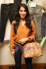 Sophie Choudhry at Denim story store launch in Fort on 2nd Feb 2011 (18).JPG