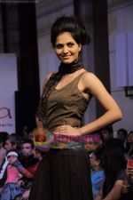at Gitanjali Tour De India fashion  show in Trident, Mumbai on 6th Feb 2011 (142).JPG