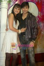 Shaleen Bhanot, Daljeet Kaur at Taz_s film mahurat Chal Joothey in Blue Waters on 10th Feb 2011 (5).JPG