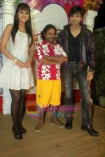 Shaleen Bhanot, Daljeet Kaur, Omkar Das at Taz_s film mahurat Chal Joothey in Blue Waters on 10th Feb 2011 (5).JPG