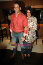 Tusshar Kapoor, Ekta Kapoor at Valentine event for singles in 21 farenheit on 14th Feb 2011 (3).JPG