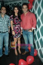 Tusshar Kapoor, Sophie Choudry at Valentine event for singles in 21 farenheit on 14th Feb 2011 (27).JPG