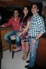 Tusshar Kapoor, Sophie Choudry at Valentine event for singles in 21 farenheit on 14th Feb 2011 (5).JPG