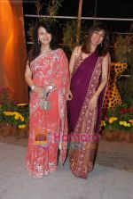 Poonam Dhillon at Venugopal Dhoot_s daughter wedding in Turf Club on 19th Feeb 2011 (28).JPG