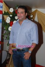 Suresh Menon at the Music launch of 24 hour Gupshup Gupshup in Country Club, Andheri, Mumbai on 23rd Feb 2011 (3).JPG