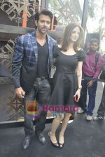 Hrithik Roshan, Suzanne Roshan at the Launch of Suzanne Roshan_s The Charcoal Project in Andheri, Mumbai on 27th Feb 2011 (7).JPG