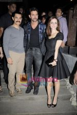 Hrithik Roshan, Suzanne Roshan, Aamir Khan at the Launch of Suzanne Roshan_s The Charcoal Project in Andheri, Mumbai on 27th Feb 2011 (3).JPG