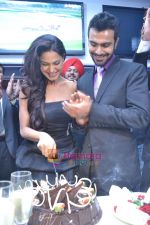 Veena Malik, Ashmit Patel at Veena Malik_s Birthday Party on 27th Feb 2011.JPG