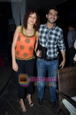 Hiten and Gauri Tejwani at Endemol bash in Vie Lounge on 28th Feb 2011 (3).JPG