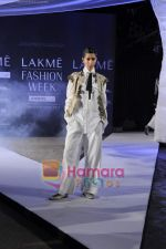on day 1 Lakme Fashion Week for designer Anamika Khanna in Tote on 10th March 2011 (101).JPG