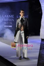on day 1 Lakme Fashion Week for designer Anamika Khanna in Tote on 10th March 2011 (102).JPG