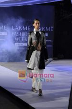 on day 1 Lakme Fashion Week for designer Anamika Khanna in Tote on 10th March 2011 (103).JPG